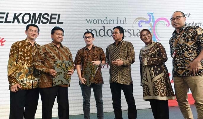 Penandatanganan kerjasama strategis antara Telkomsel dengan tim pelaksana Visit Wonderful Indonesia di Jakarta, (24/4).Foto/Roni.M/ECONOMICZONE