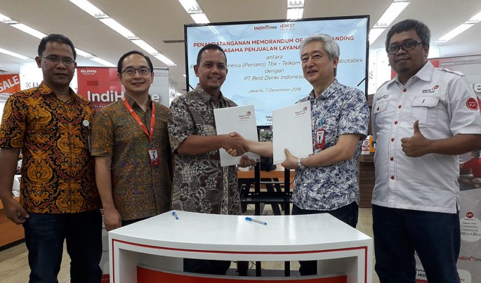 Penandatanganan naskah kerja sama pemasaran layanan IndiHome, di Jakarta, Jumat (7/12/2018).Foto/Roni.M/ECONOMICZONE