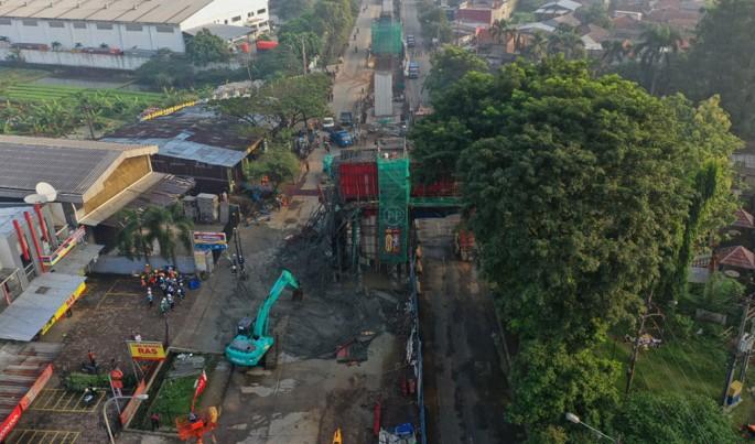 Cor Beton Proyek Jalan Tol BORR Ambruk, Arus Lalu Lintas Menuju Parung Dialihkan.Foto/Ist/ECONOMICZONE