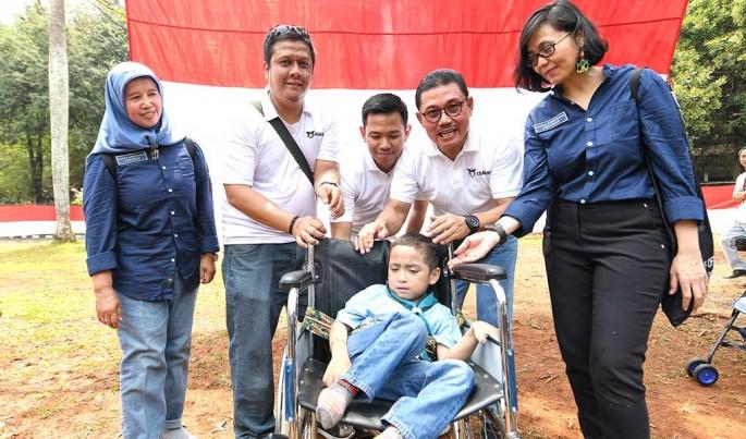 Asabri berikan bantuan kursi roda di hari tuna rungu internasional.Foto/Roni.M/ECONOMICZONE
