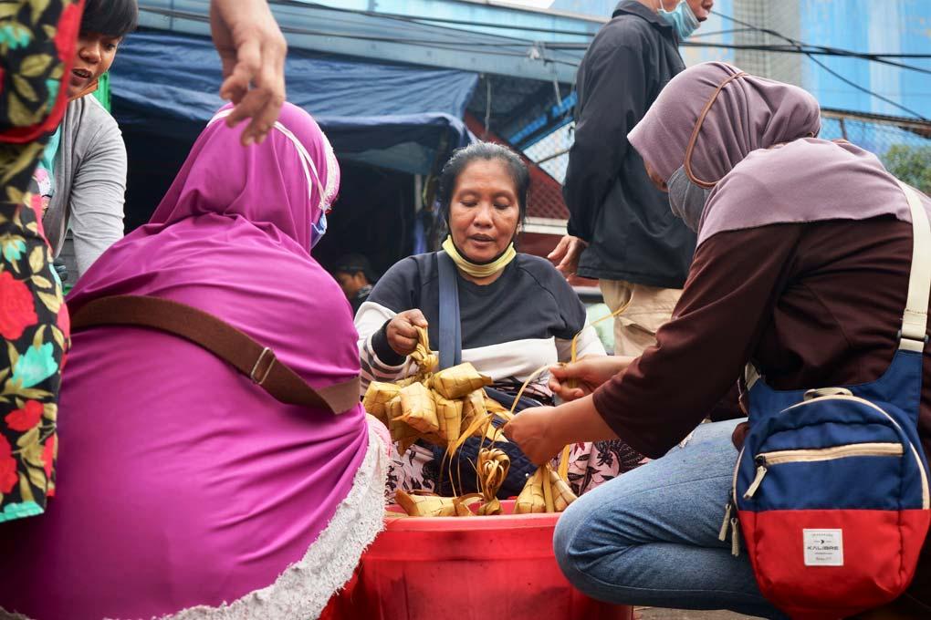 Jelang Idul Fitri Pasar Minggu Dipadati Warga