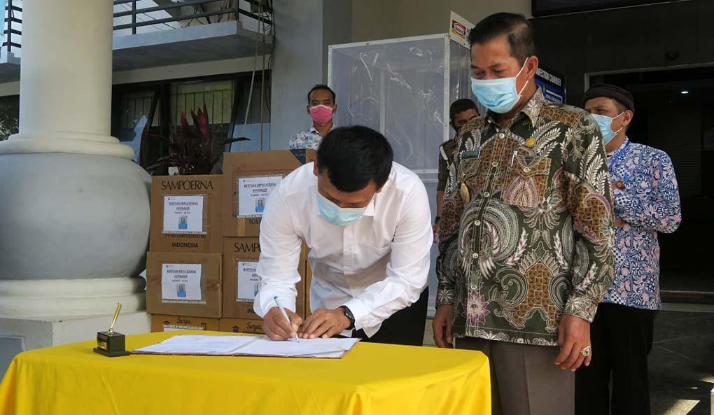 BBPLK Serang Sumbang APD Bagi Tenaga Medis di Serang