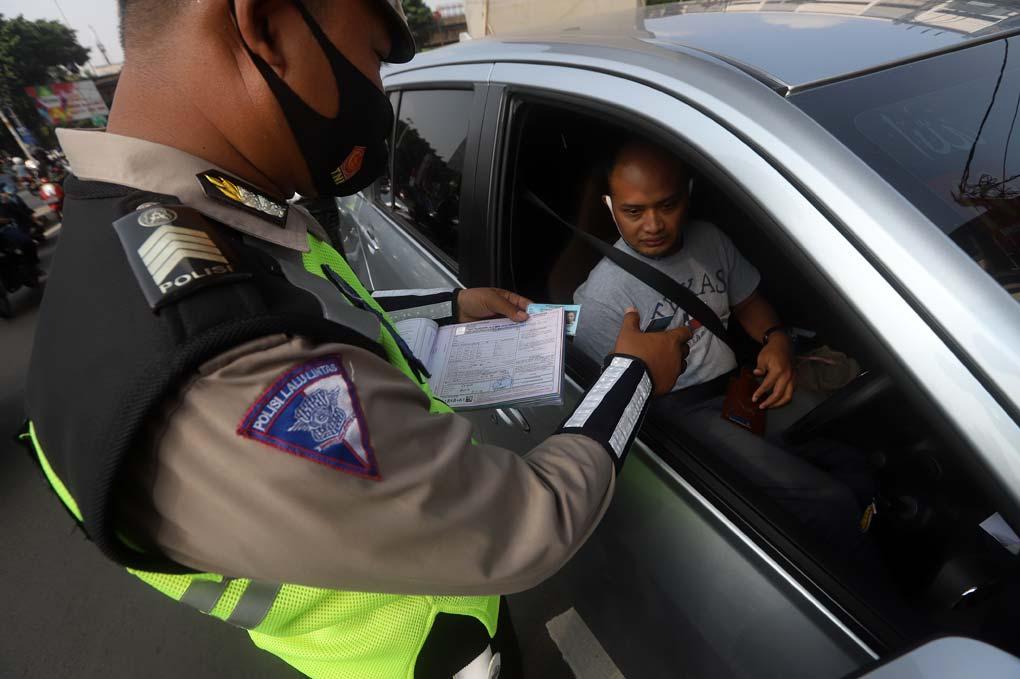 Razia Ganjil Genap, Puluhan Mobil Ditilang Polisi