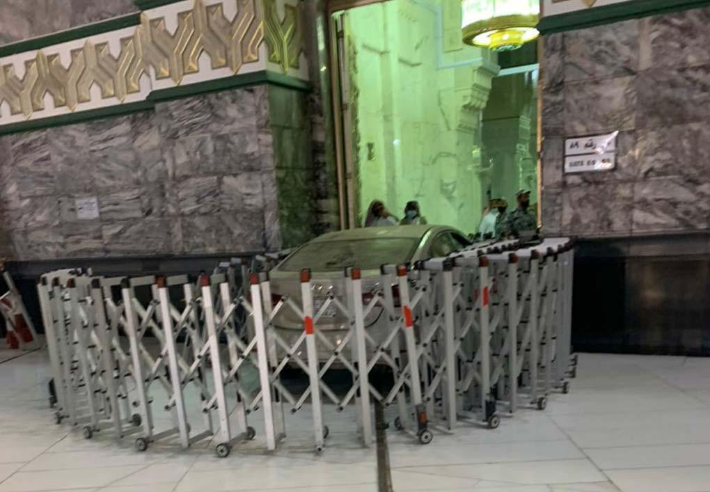 Sedan Terobos Masuk Masjidil Haram dan Tabrak Gate 89