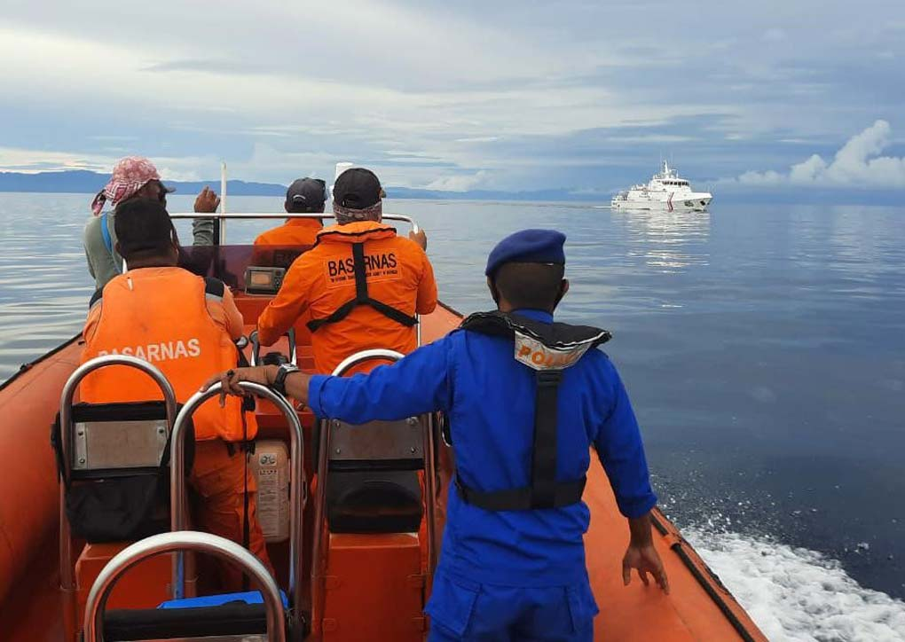 KN Ular Laut-405 Cari Korban Tenggelam di Perairan Seram Bagian Barat