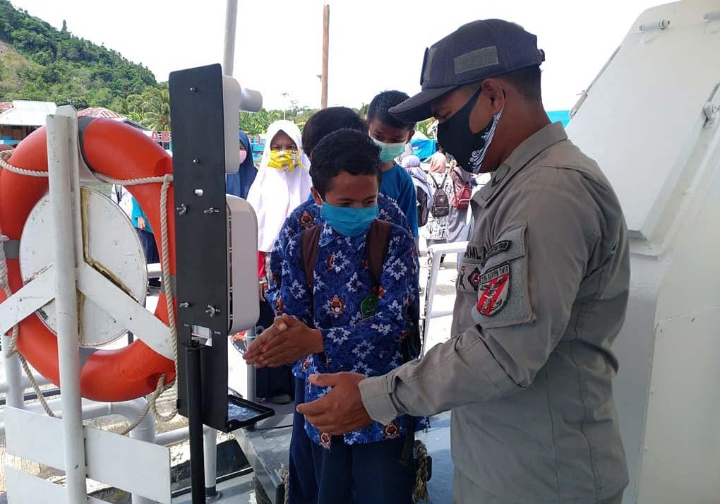 KN Ular Laut-405 Terima Ratusan Siswa TK, Hingga Mts di Halmahera Selatan