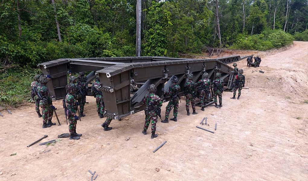 Dukung Gerak Pasukan, Yonzipur-10 Bangun Medium Girder Bridge