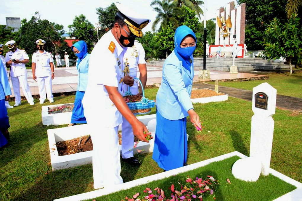 Danlantamal IV Tanjung Pinang Pimpin Ziarah