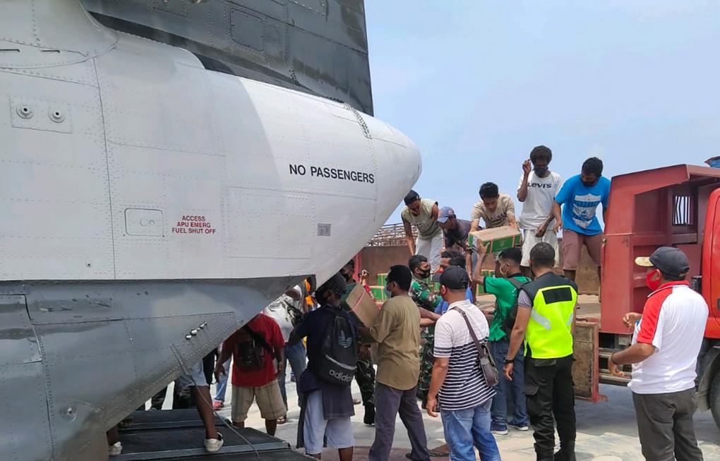Chinook BNPB Efektifkan Pengiriman Logistik Penanganan Darurat Erupsi Ili Lewotolok