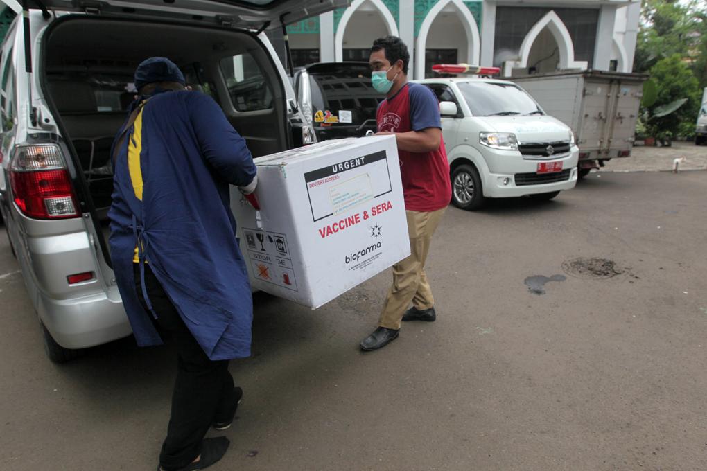 Dinas Kesehatan DKI Jakarta Distribusikan Vaksin Covid-19