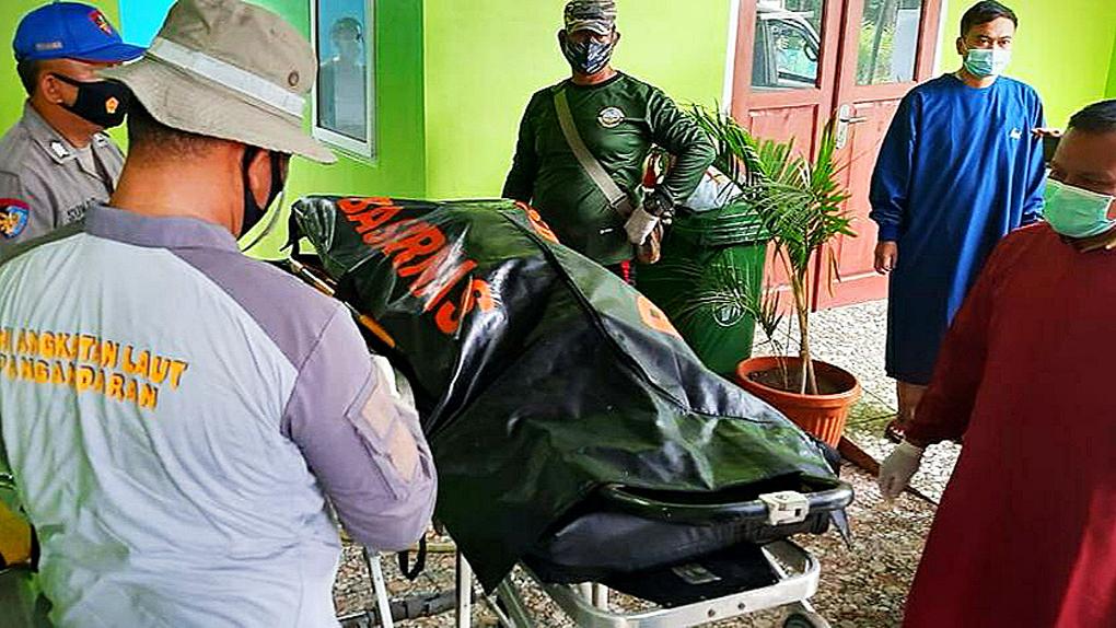 TNI AL dan Tim SAR Gabungan Temukan Korban Terseret Arus Di Santolo Garut