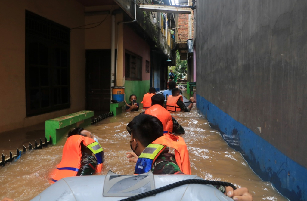 Bantu Korban Banjir di Cipinang Melayu, Lanud Halim dan Yonko 461 Paskhas Kerahkan Personelnya