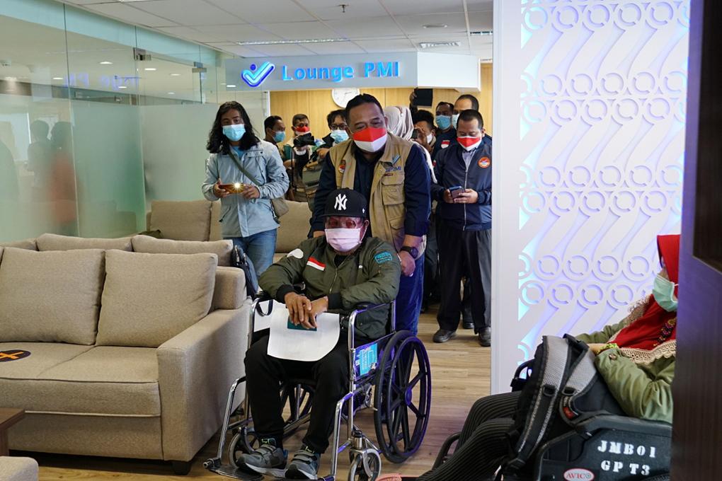 Jemput Tiga PMI Sakit dari Taiwan, Kepala BP2MI Teteskan Air Mata
