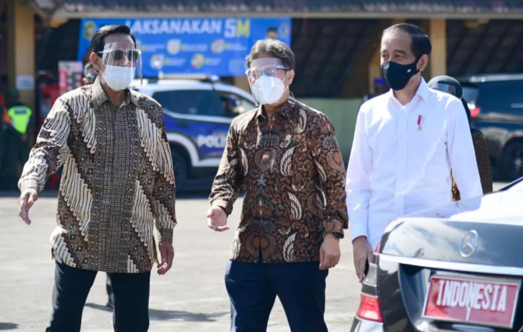 Presiden Jokowi Tinjau Vaksinasi Massal Pedagang Dan Pekerja Sektor Informal Di Yogyakarta
