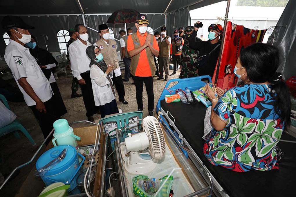 Tinjau RS Darurat Lapangan Mamuju, Ketua Satgas Serahkan Dukungan Senilai 4 Miliar