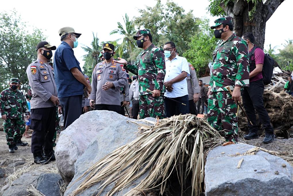 Panglima TNI dan Kapolri Tinjau Bencana Alam di NTT