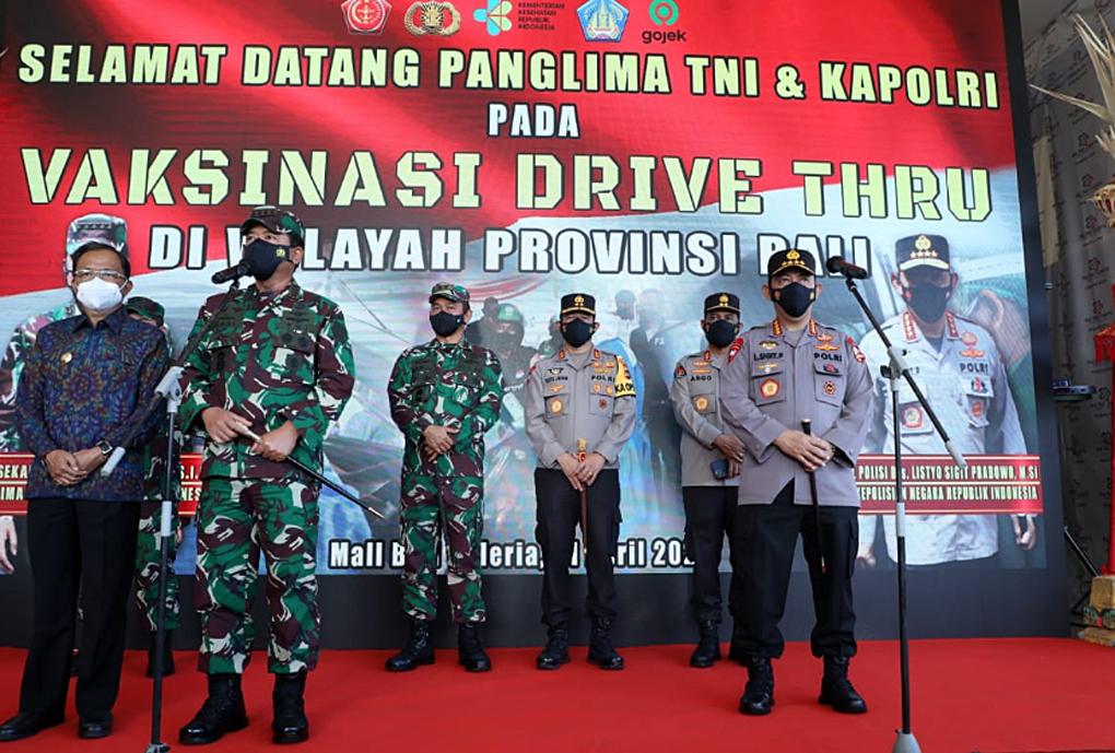 Panglima TNI Bersama Kapolri Tinjau Gelaran Vaksinasi di Bali