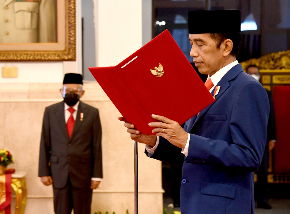 Presiden Jokowi Lantik Menteri Investasi, Mendikbudristek dan Kepala BRIN