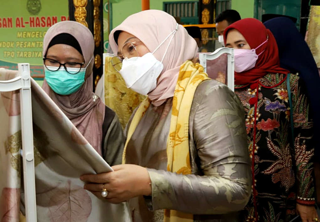 Menaker Ida Tinjau Kelompok Wirausaha yang Mampu Bertahan di Masa Pandemi