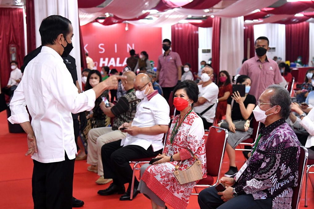 Presiden Jokowi Tinjau Vaksinasi Massal Bagi Pelaku Usaha Perdagangan