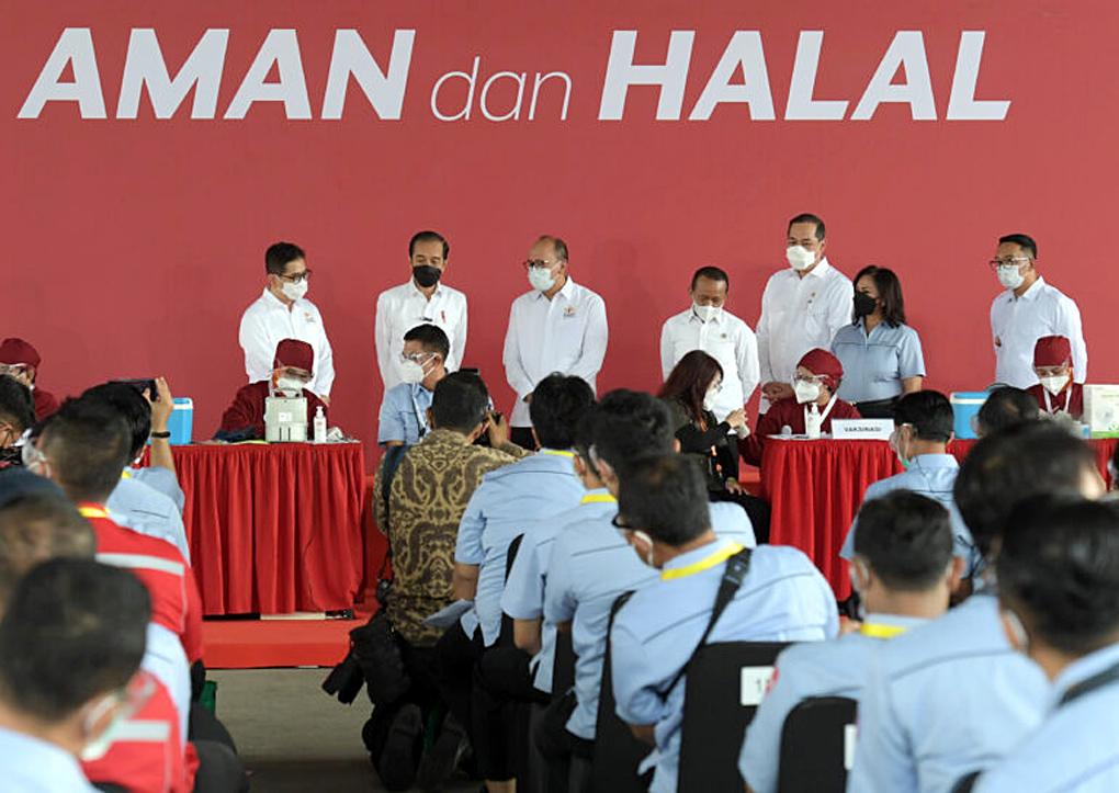 Presiden Jokowi Tinjau Vaksinasi Covid-19 Gotong Royong untuk Pekerja