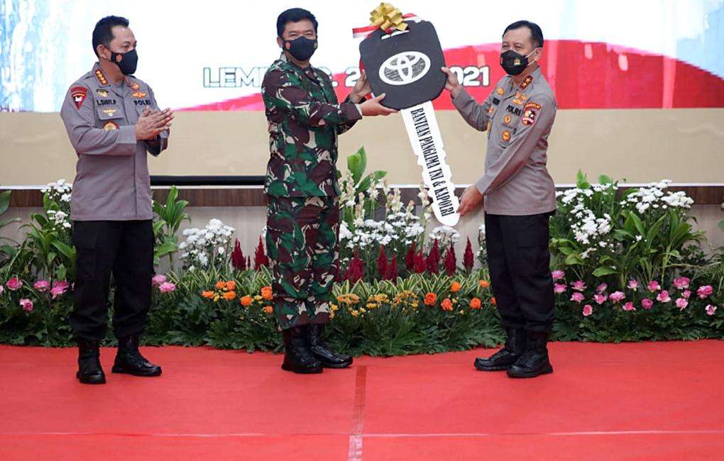 Panglima TNI dan Kapolri Serahkan Bantuan Kendaraan Dinas untuk Sespim Lemdiklat Polri