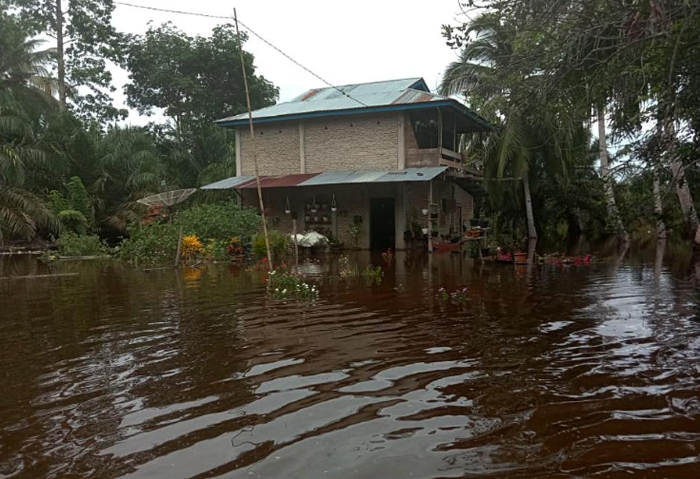 Banjir Masih Menggenangi Tiga Desa di Kecamatan Trumon Tengah