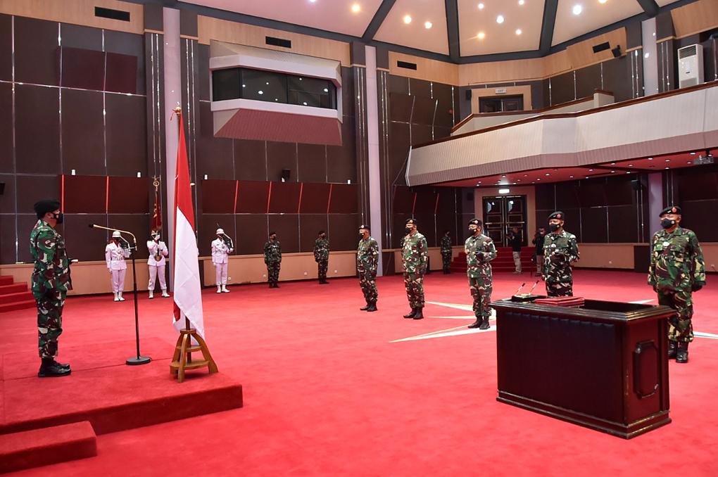 Panglima TNI Pimpin Sertijab Kasum dan Aspers serta Penyerahan Jabatan Dansesko dan Danjen Akademi