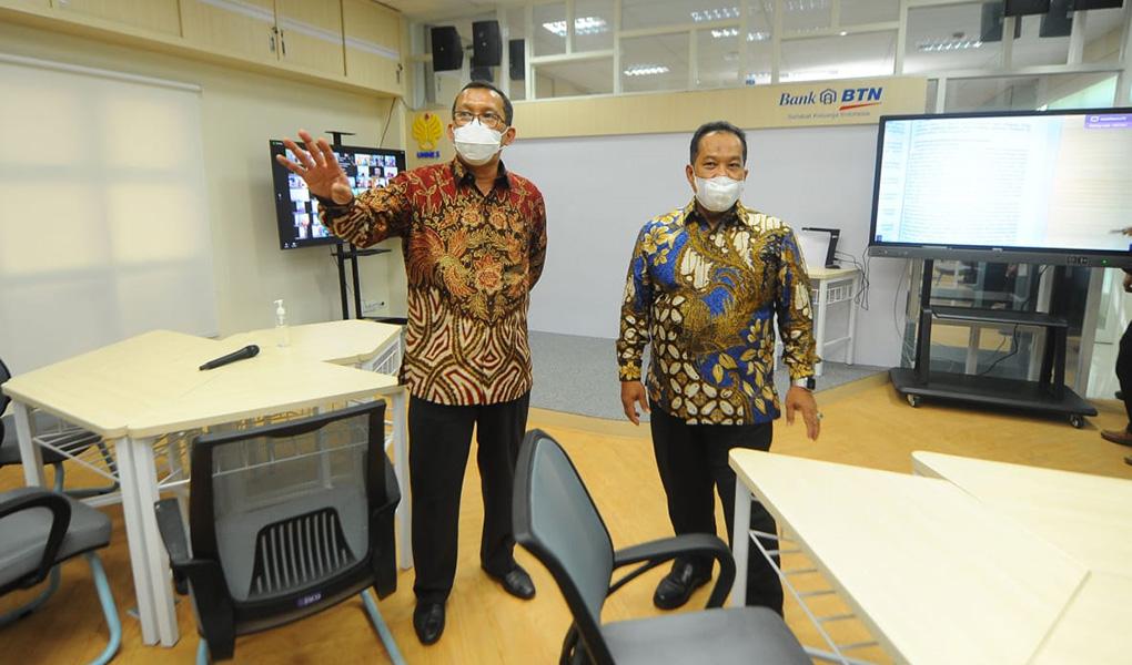 CSR Laboratorium Digital Untuk Unnes