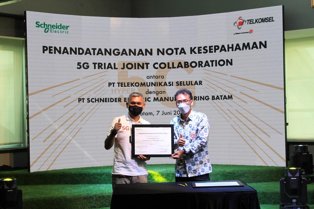 Kerja Sama Telkomsel Bersama Schneider Electric