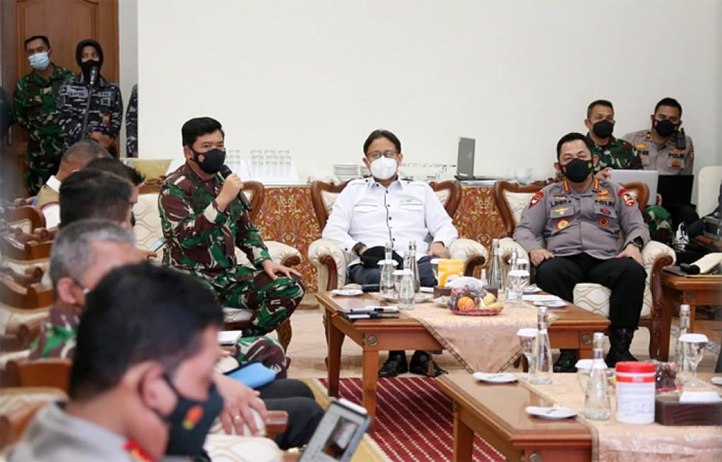 Panglima TNI dan Kapolri Perintahkan Penebalan Pasukan PPKM Mikro di Jawa Timur