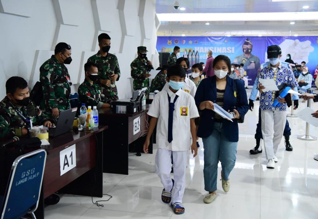 Serbuan Vaksinasi di Bandara Halim Perdanakusuma Didominasi Usia Remaja