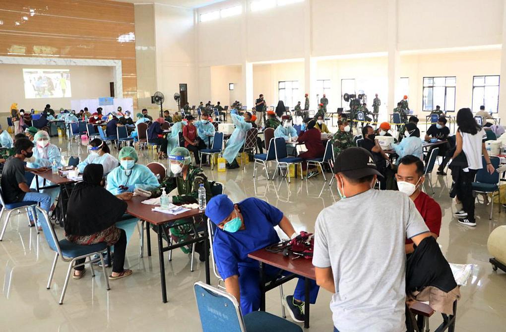 Hari Terakhir Serbuan Vaksinasi Covid-19, Masyarakat Bogor Berbondong-bondong Menuju Satbravo 90