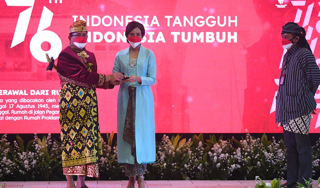 Meriahkan HUT RI Berbaju Daerah Seluruh Indonesia