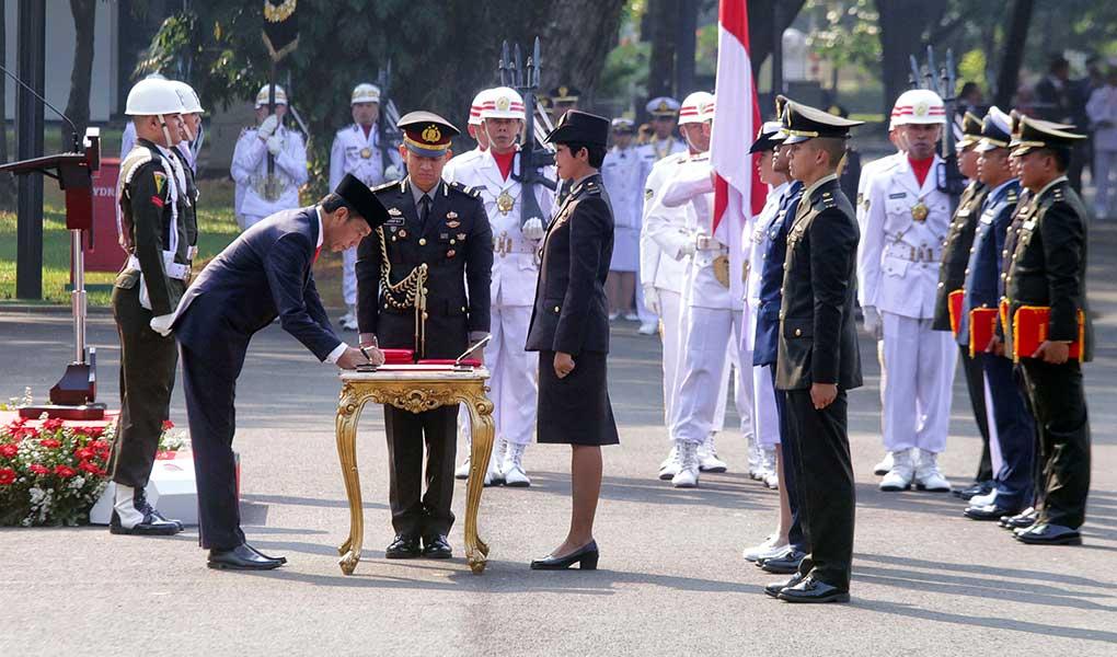 Presiden Jokowi Lantik Prasetya Perwira TNI - POLRI