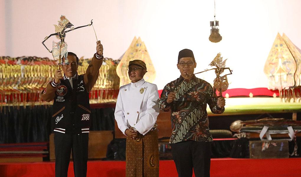 Presiden Jokowi Gelar Wayang Kulit Di Istana