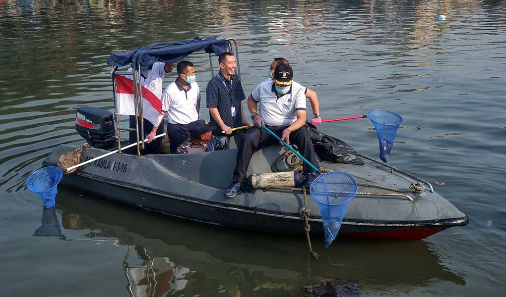 Sambut HUT RI Ke-74, WOM Finance Bagikan 250 Paket Sembako