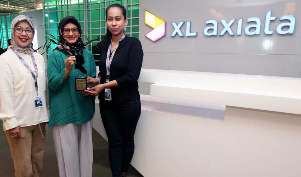 Dian Siswarini Raih Apresiasi Perempuan Hebat Indonesia 2019