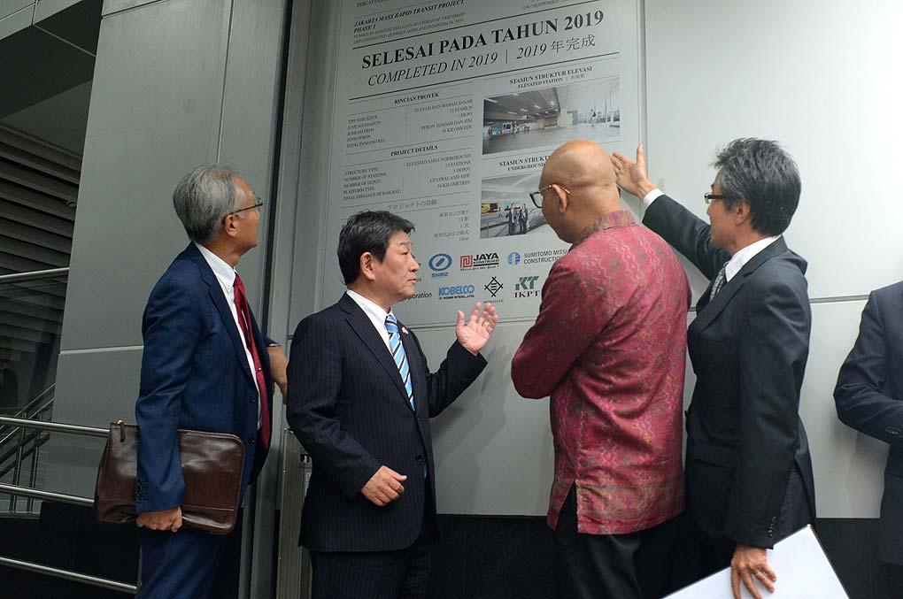 Menlu Jepang Jajal MRT