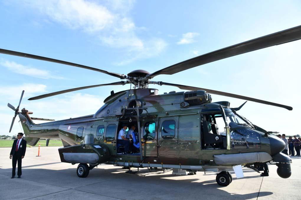 Presiden Jokowi Tinjau Helikopter Caracal di Halim Perdanakusuma