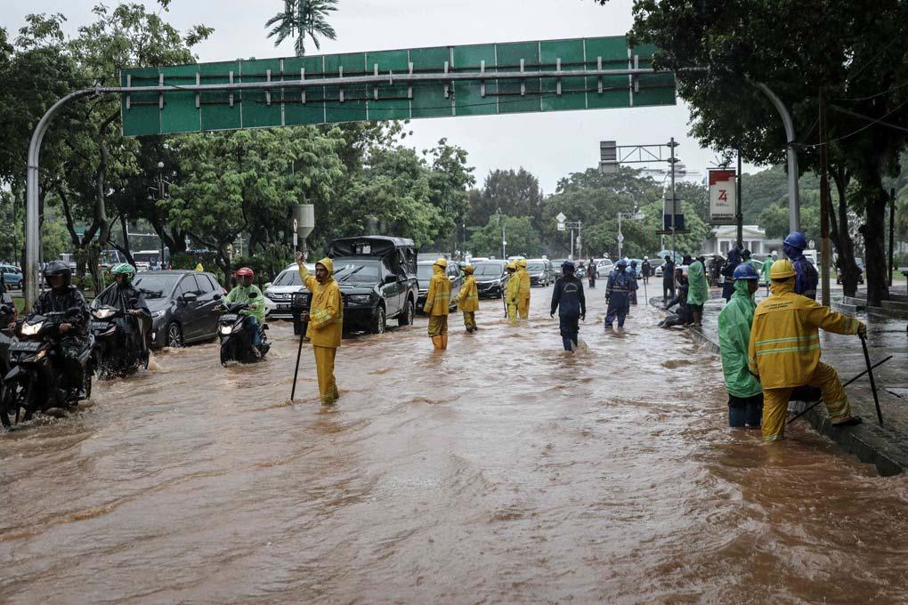 Jalan Medan Merdeka Barat Terendam Banjir