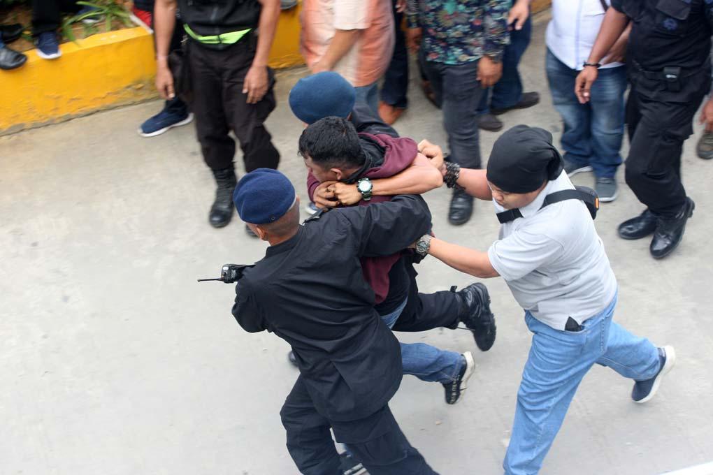 Aparat Kepolisian Amankan Perusuh Di Kongres V PAN
