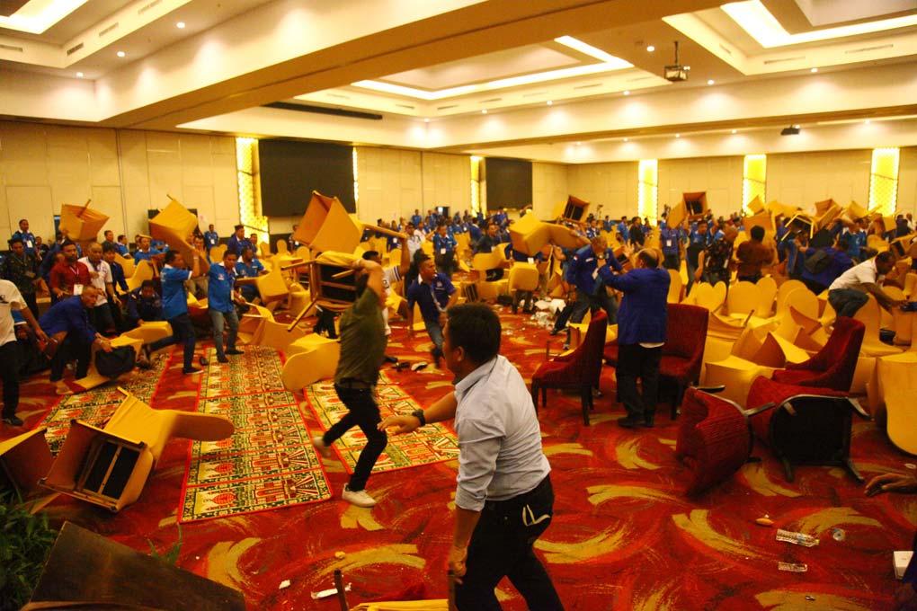 Aksi Lempar Kursi di Kongres V PAN