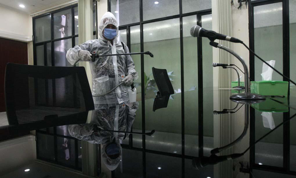 Cegah Penyebaran Virus Covid-19 PKB Lakukan Disinfektan