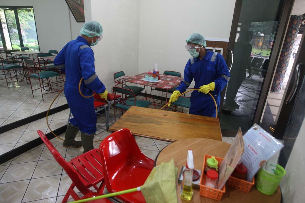 Cegah Penyebaran Virus Covid-19 TMII Lakukan Disinfektan