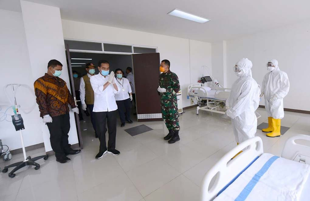 Presiden Jokowi Tinjau RS Darurat Korona di Kemayoran